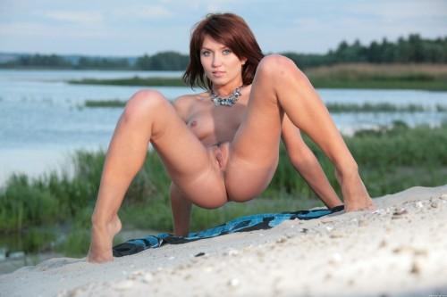 Эротические фото на озере в закатные часы