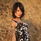 Деревенская девка с большими сосками в стоге сена