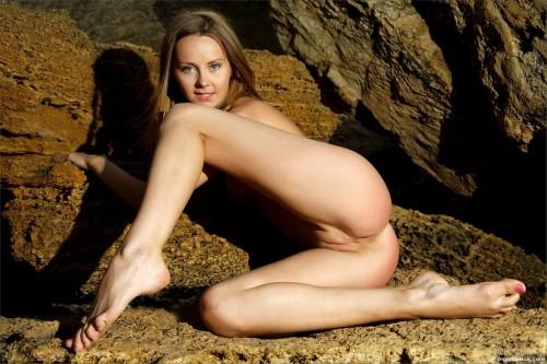 Молодая хозяйка каменной горы сгорает от страсти