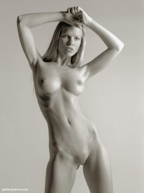 Классическая черно-белая эротика с блондинкой