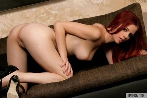 Развратная рыжая девка показала свою киску крупным планом
