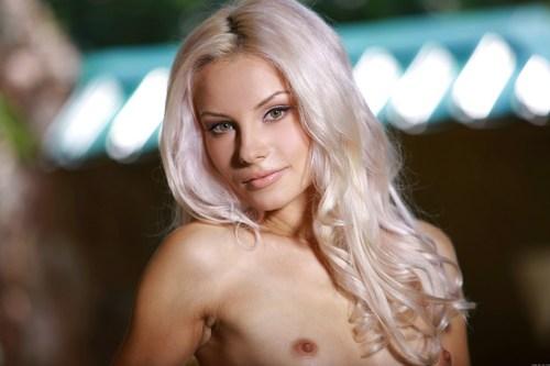 По настоящему красивая голая женщина, фото.