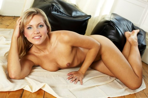Зрелая сексуальная голая дама во всей красе