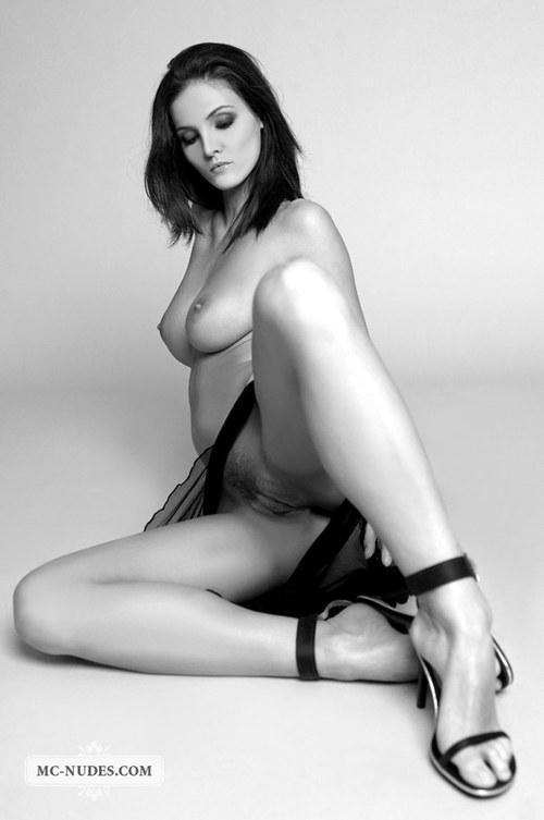Красивая черно белая эротика на фото
