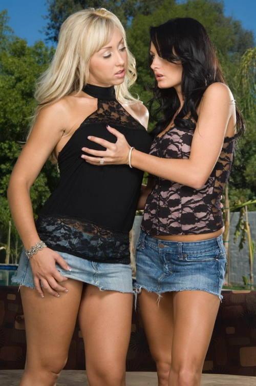Две страстные лесбиянки лижут писи