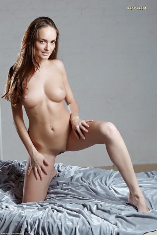 Тёлочка с огромной грудью