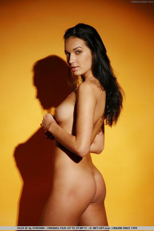 У девушки красивая голенькая киска