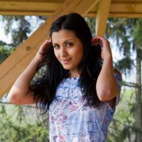 Скромница Нарин показала трусики, стоя на деревянном балконе, подборка фото ...