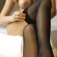 Картинки стройных девочек в секси чулочках