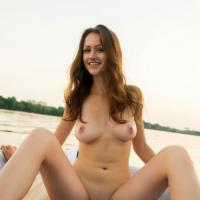 Обнаженные девушки показывают свои самые красивые голые прелести