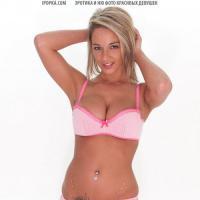 Сексуальная блондинка позирует в развратном нижнем белье