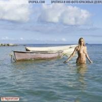 Очень красивая эротика голой девушки на море в воде