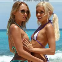 Красивые голые девушки отдыхают и трахаются летом на пляже