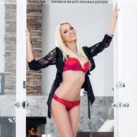Красное кружевное белье на красивом теле шикарной блондинки