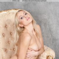 Упругая попка симпатичной блондинки хорошая нежная эротика