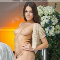 Самая красивая голая девушка с голой попкой и грудью на фото