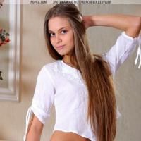 Классные маленькие титьки и голая женская жопа модели