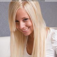 Голая девушка дня лучшая молодая грудастая блондинка