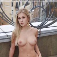 Голенькая девочка блондинка в чулках красивые фото сзади