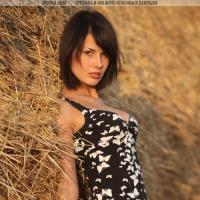деревенская голая девушка фото