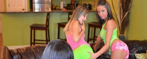 Эро фото с развратной вечеринки у подружки девушек лесбиянок