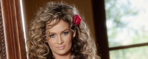 Голая фото модель раздвинула красивую женскую попку