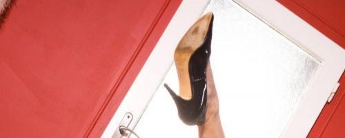 Ню коллекция светловолосая красотка в сексуальных шортиках черного цвета на сайте pornocentr.ru