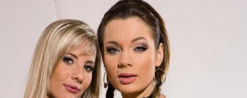 Две супер сексуальные детки ласкают нежные тела