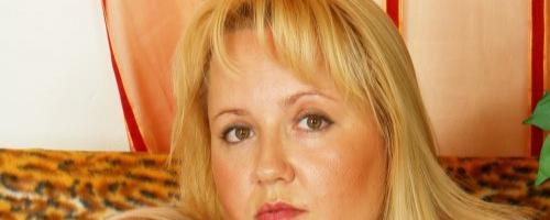 Толстая блондинка скачет на самотыке
