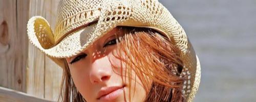 Голые фото с юга сексуальной блондиночки с длинными волосами