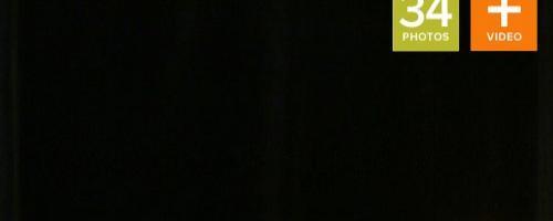 Шикарная девушка раком с зажженными свечами в попке
