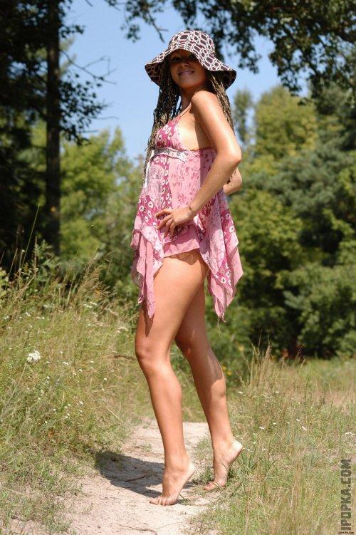 Фото прекрасной Станиславы, у которой нет комплексов и под юбкой нет трусиков