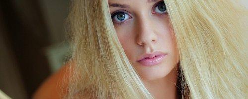 Фото голой блондинки с очень красивым лицом