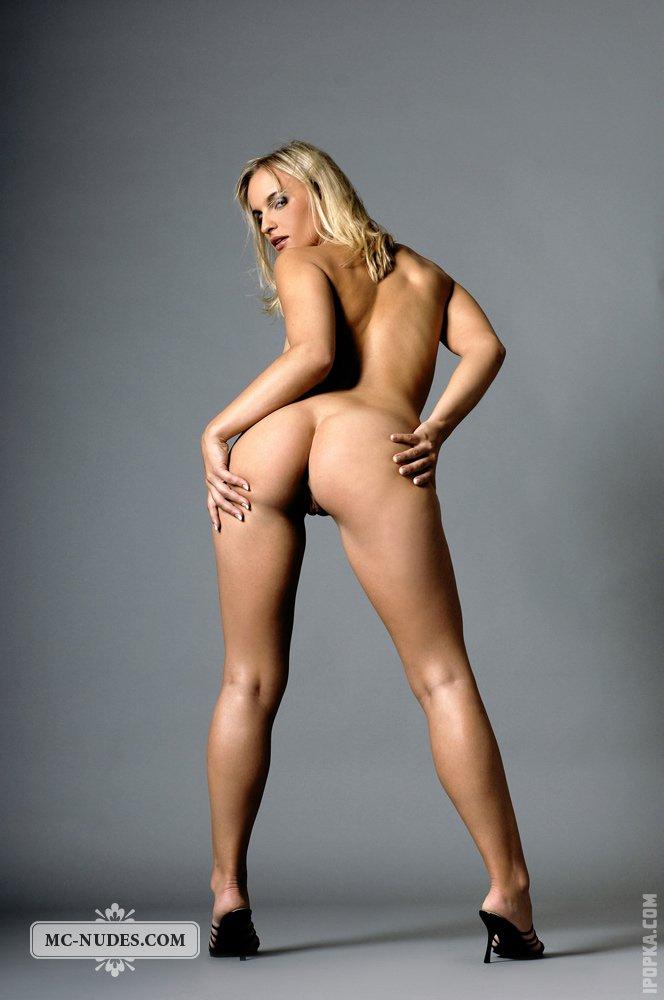Фото абсолютно голый ключко девушки невольно