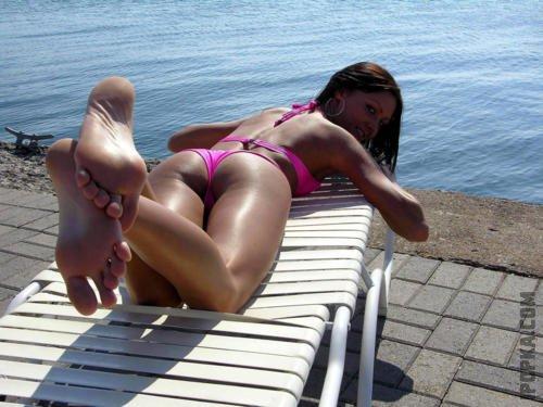 Летние фото девушек, которые засветили грудь топлесс