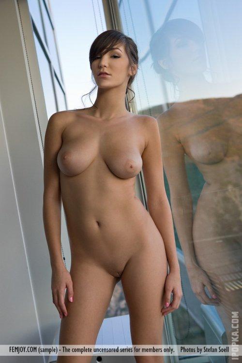 Фото большого бюста соблазнительной деловой красотки