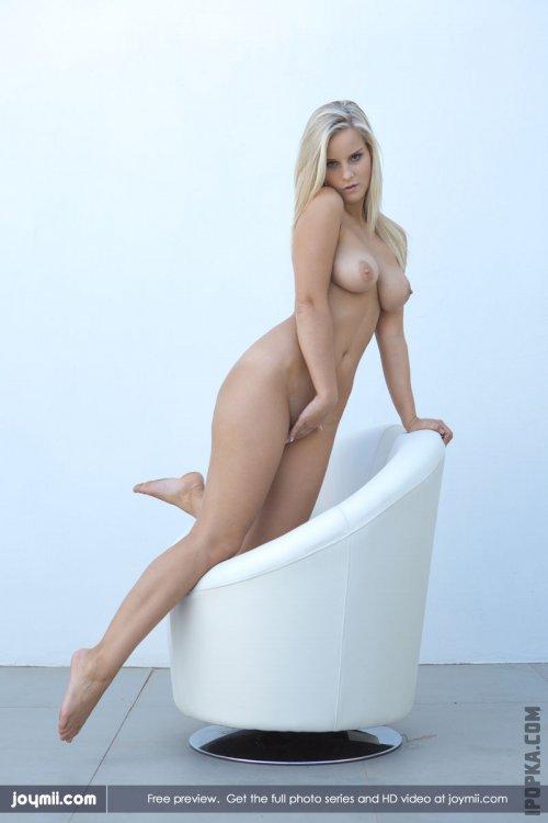 Стильная блондинка с горячими титьками смотреть фото онлайн