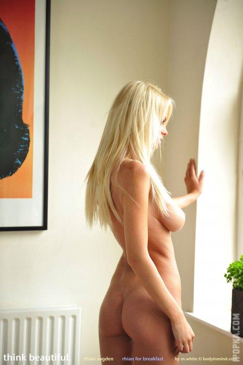 Фото девушки облившей молоком самые интимные части прекрасного тела