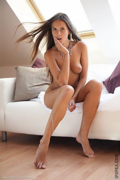 Голая киска девушки крупно