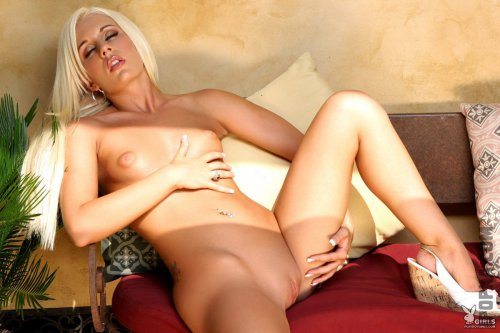 Страстная Кристин Рене демонстрирует свое роскошное тело