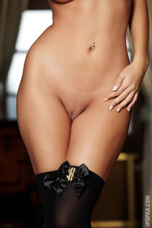 Стройная Лиззи в эротичном нижнем белье разделась в картинках