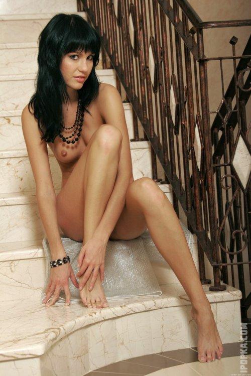 Голая Джулия с идеальным телом на фото попалась в сети