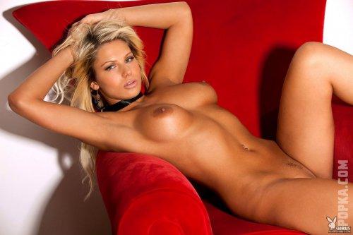 Загорелая Анжелина Польска в секси черном корсете обнажила свои прелести на фотках