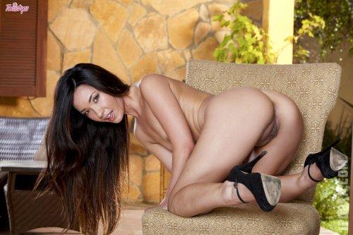Фото эротических азиаток с красивыми, голыми сиськами