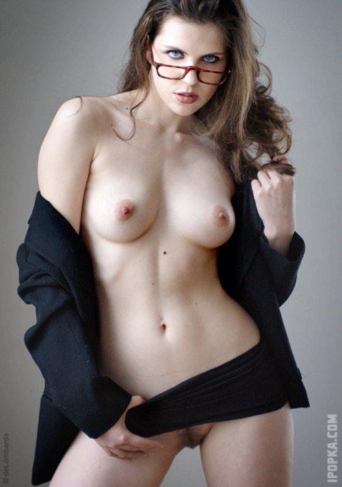 Сисястые молодые секретарши на фото без одежды