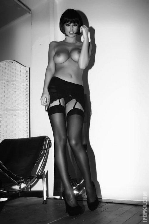 Горячие прелестницы на фото показывают стройные ножки в сексуальных чулках