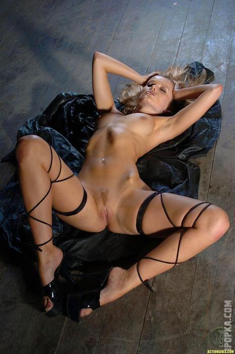 Красивые киски у женщин между ног