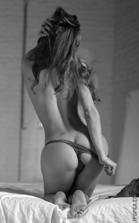 Упругие попки девушек в мини стрингах супер эротика