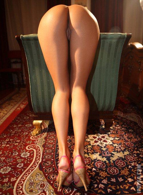 Красивые женские попы и сексапильные ножки в новой эро подборке