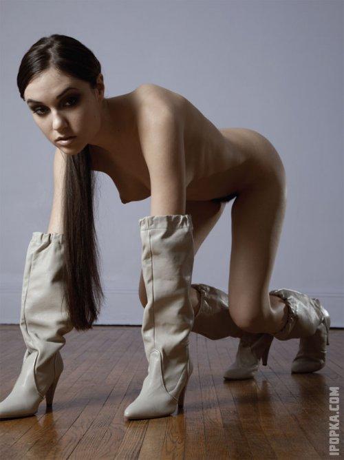 Необычные картинки с голой Сашей Грей
